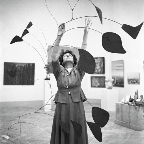 peggy-guggenheim-1948-calder-mobile-arc-of-petals
